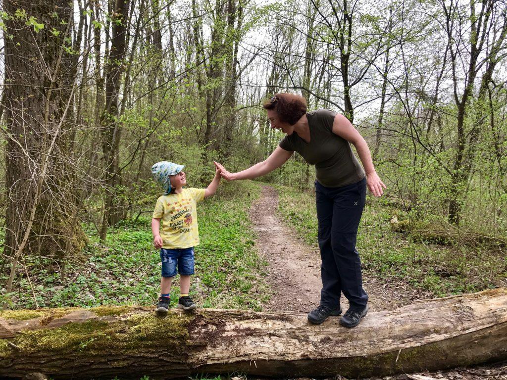 Checkliste Eingewöhnung in die Krippe – Merlin mit seiner Tante