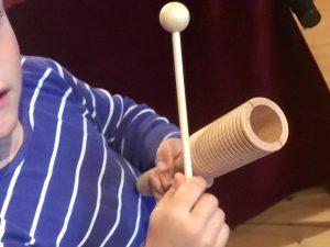 Rohema – Junge mit Guiro Klangblock