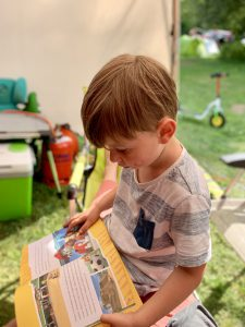 Junge-mit-Paw_Petrol-Buch