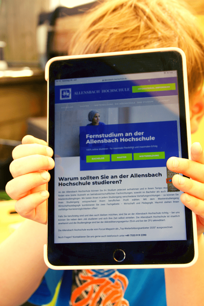 Fortbildung in Elternzeit – Bild Allensbach Hochschule
