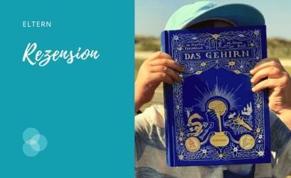 Das Gehirn – Junge hält sich Buch vors Gesicht