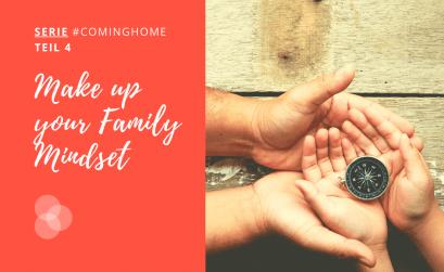 Mindset – Kinder- und Erwachsenenhände halten eine Kompass