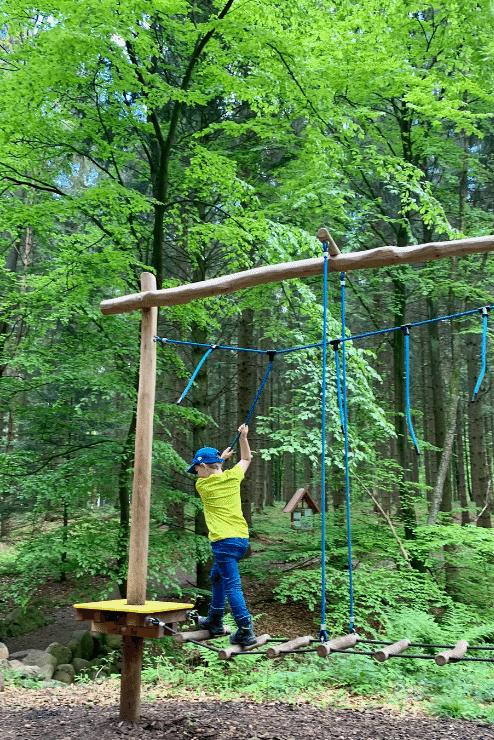 Wildpark Lüneburger Heide – Merlin auf Kletter-Gerät