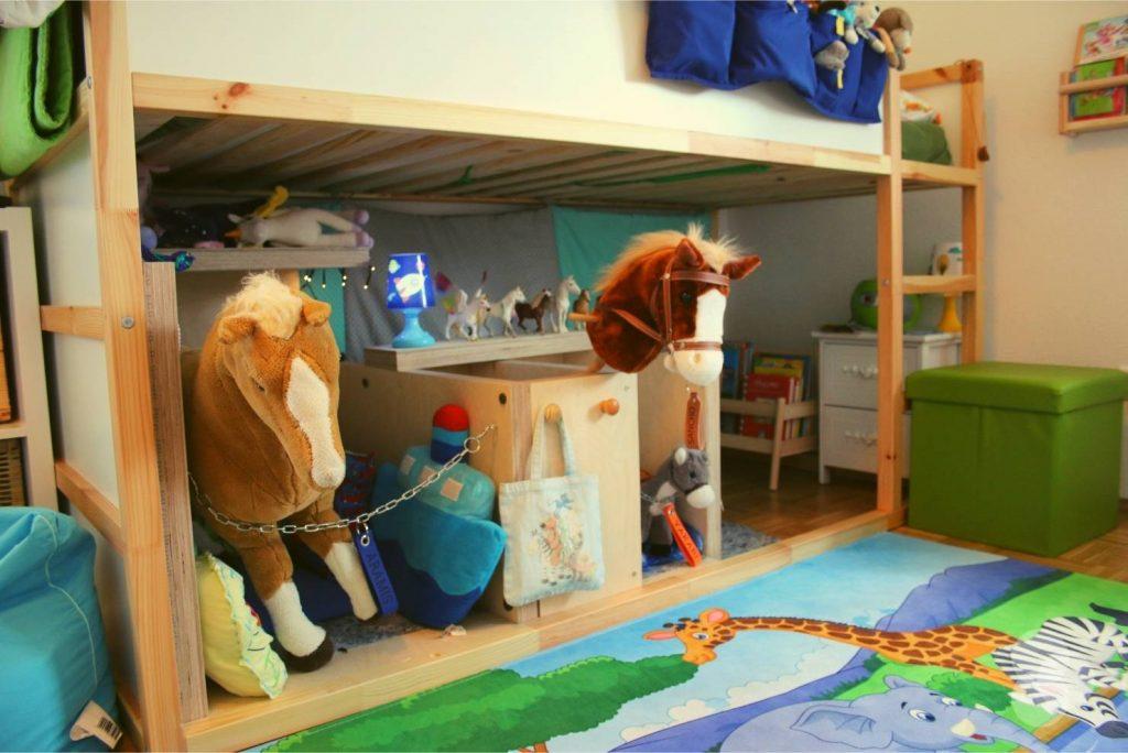 Kinderzimmer Aufbewahrung – Pferdestall unter Hochbett